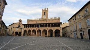 The Ciu Ciu showroom is located in the beautiful Piazza del Popoplo in Offida